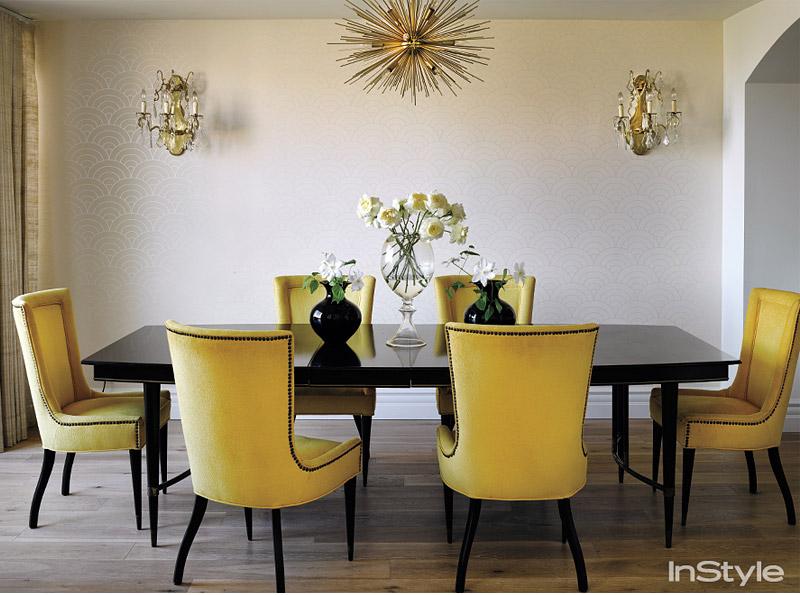 Sala De Jantar Preto E Amarelo ~ um pouco de modernidade, junto a luminária dourada, à sala de jantar