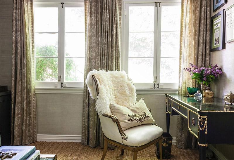 living-gazette-barbara-resende-decor-sala-escritorio-one-kings-lane-escrivaninha-antiga