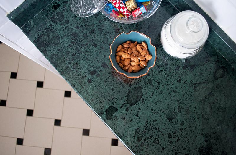 living-gazette-barbara-resende-decor-reforma-cozinha-depois-marmore-verde-guatemala