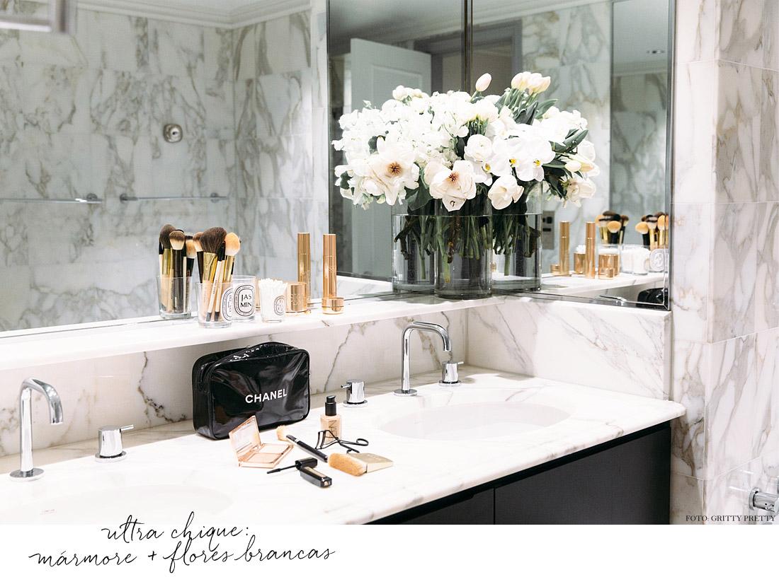 gazette barbara resende decor banheiro marmore carrara flores brancas #7D674E 1100x816 Banheiro Bancada Marmore Carrara