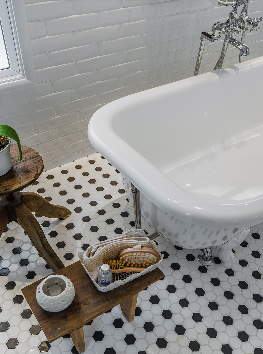 living-gazette-blog-decor-banheiro-rosa-classico-banheira-antiga